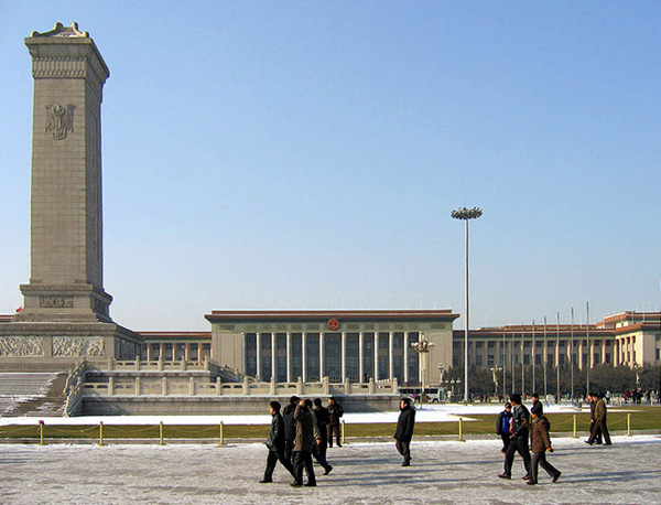 Monument to the People's Heroes and the Great Hall of the People. 12/26/2004. By Jacob Ehnmark from Sendai, Japan (Flickr) [CC-BY-2.0], via Wikimedia Commons